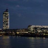 Millennium Tower, Millennium City, Rivergate, Handelskai, Brigittenau, Wien, Nachtaufnahme